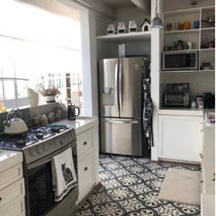 Small-kitchens by La Tachuela Interiorísmo Tapiceria y Muebles