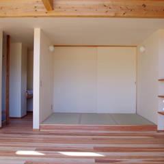 山武の家: 環境創作室杉が手掛けた和室です。,ミニマル