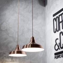 Cafetería Coffee & City: Bares y Clubs de estilo  de 022 estudio