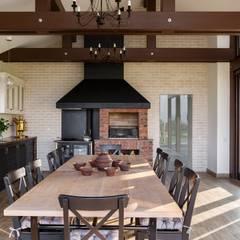 Летняя кухня с печью: Кухни в . Автор – Архитектурная студия 'АВТОР'