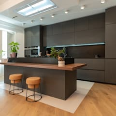 Casa Caserta: Cucina in stile  di ZETAE Studio