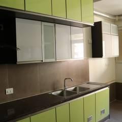 Cocinas equipadas de estilo  por 72° N Design Studio Private Limited
