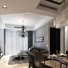 是回家也是旅行  飯店質感度假好宅:  客廳 by 木博士團隊/動念室內設計制作