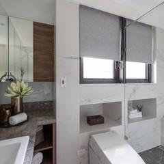 品味現代-久泰皇品:  浴室 by 富亞室內裝修設計工程有限公司