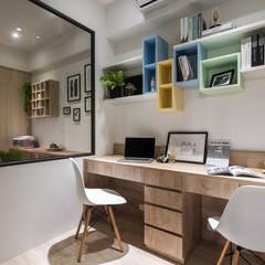 溫馨成家及第好悅:  書房/辦公室 by 富亞室內裝修設計工程有限公司