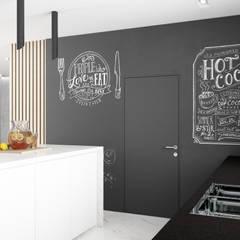 Загородный дом 250 м2 : Встроенные кухни в . Автор – Дизайн Студия Katushhha