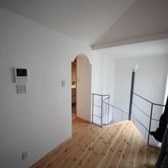 Escaleras de estilo  por 株式会社高野設計工房