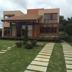 Country house by Carlos Eduardo de Lacerda Arquitetura e Planejamento , Modern