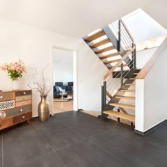 Kundenhaus U120:  Flur & Diele von TALBAU-Haus GmbH