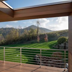 casa parco: Balcone in stile  di fabio licciardi architetto