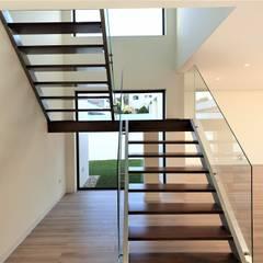 Escaleras de estilo  por Jesus Correia Arquitecto