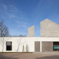 Fincas de estilo  por DRK.Architects