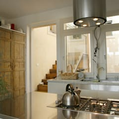 Casa SP 08: Cucina in stile  di CalìArchitetti