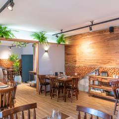 Restaurantes de estilo  por Taís Fernández - Designer de Interiores