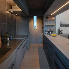 都市における都市のための快適で省エネなパッシブモダン住宅: タイコーアーキテクトが手掛けたキッチンです。,モダン