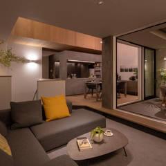 都市における都市のための快適で省エネなパッシブモダン住宅: タイコーアーキテクトが手掛けたリビングです。,モダン