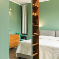 Camera da letto matrimoniale: Spogliatoio in stile  di Fabio Carria