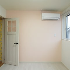 Hillside House: 徳永建築事務所が手掛けた女の子部屋です。