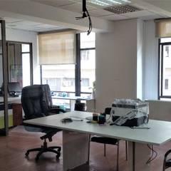 HABILITACIONES OFICINAS GERENCIA CPECH, AGUSTINAS: Estudios y biblioteca de estilo  por AOG
