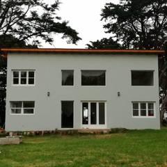CASA BARRANCAS DE SAN BENITO: Casas de campo de estilo  por Julia Gasalla Arquitecta