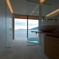 田浦の週末住宅: RON DESIGNが手掛けた浴室です。