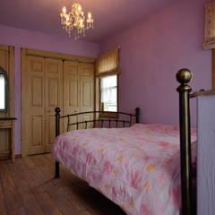 時とともに気づく、自分らしさ〜Y様邸〜: 有限会社グリーンアンドハウスが手掛けた寝室です。,