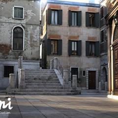 PIXANI STUDIOS의  다가구 주택, 지중해 콘크리트