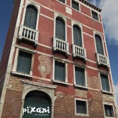 PIXANI STUDIOS의  다가구 주택, 지중해 벽돌