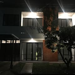rumah antapani J12 bandung: Rumah oleh indra firmansyah architects,