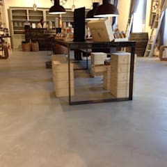 Oficinas y Tiendas de estilo  por Pavimenti in microcemento Thomas