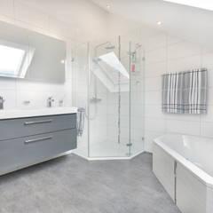 Phòng tắm by TALBAU-Haus GmbH