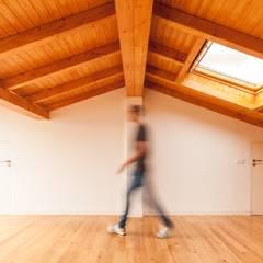 TQ62: Spas  por Boost Studio,Moderno Madeira Acabamento em madeira
