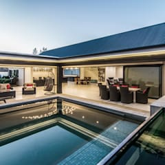 House Uys:  Patios by KA.Architecture+Design