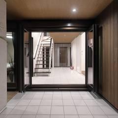 平屋風のリゾート空間住宅: PROSPERDESIGN ARCHITECT OFFICE/プロスパーデザインが手掛けた窓です。