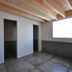 a.o.y.邸: to be Designedが手掛けた小さな寝室です。