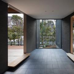 玄関:  井上久実設計室が手掛けた廊下 & 玄関です。