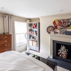 Knightbridge renovation:  Bedroom by Prestige Architects By Marco Braghiroli