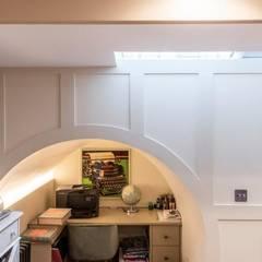 Knightbridge renovation:  Study/office by Prestige Architects By Marco Braghiroli