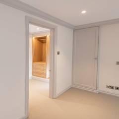 Knightsbridge Townhouse :  Bedroom by Prestige Architects By Marco Braghiroli