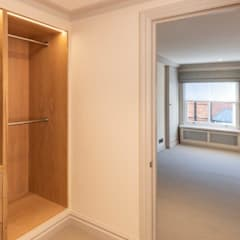 Dressing room by Prestige Architects By Marco Braghiroli,