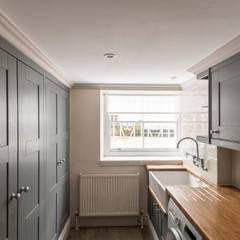 Knightsbridge Townhouse :  Kitchen by Prestige Architects By Marco Braghiroli, Classic