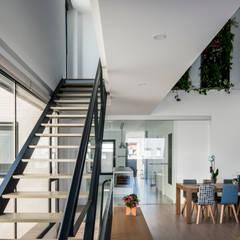 Vivienda Unifamiliar: Escaleras de estilo  de JAO arquitectura