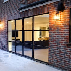 Elgood Avenue:  Glass doors by IQ Glass UK