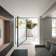 Puertas de vidrio de estilo  por IQ Glass UK