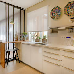 Moradia em Leça da Palmeira - SHI Studio Interior Design: Armários de cozinha  por SHI Studio, Sheila Moura Azevedo Interior Design