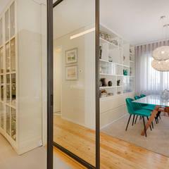 Cozinha - Sala de jantar - Moradia em Leça da Palmeira - SHI Studio Interior Design: Salas de jantar  por SHI Studio, Sheila Moura Azevedo Interior Design