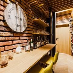 Dom drewniany: styl , w kategorii Piwnica win zaprojektowany przez ZONA Architekci Architekt Poznań, projektowanie wnętrz