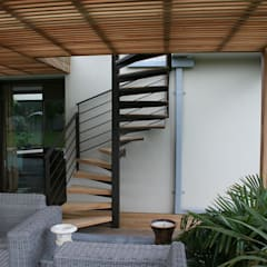 Steel Staircases:  Stairs by Renov8 CONSTRUCTION, Modern Metal