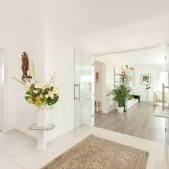 Kundenhaus U140:  Flur & Diele von TALBAU-Haus GmbH