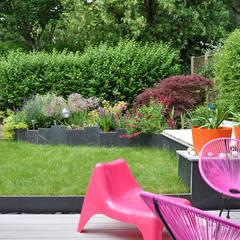 JARDIN EN RELIEF - Trois espaces de vie dans 75m2: Jardin de style  par  Sophie Durin | Empreinte Paysagère, Moderne Ardoise